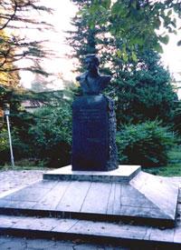 Памятник Одоевскому в Лазаревском