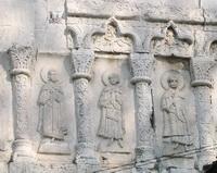 Аркатурно-колончатый пояс Георгиевского собора