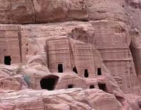 Набатейские скальные гробницы в Петре (современная Иордания)