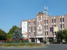 Эчмиадзин (главная площадь)